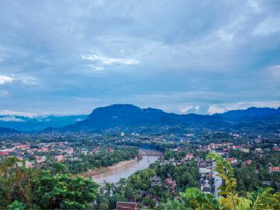 半个月后入境老挝来得及吗?